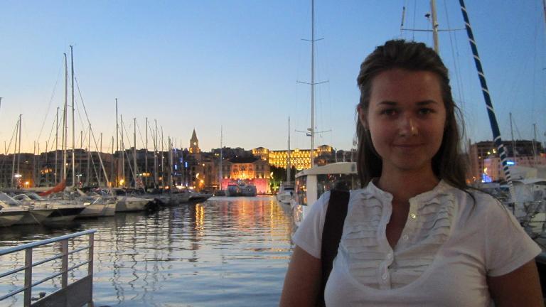 Katia by the harbor.