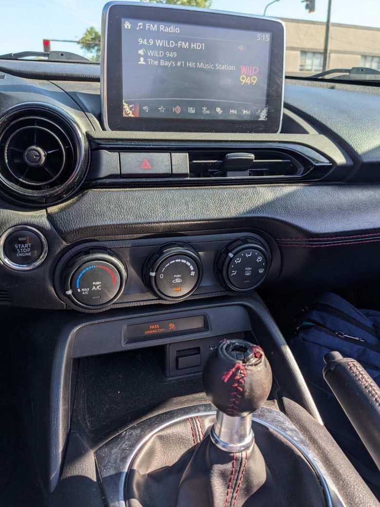 middle dashboard of Mazda MX-5 Miata