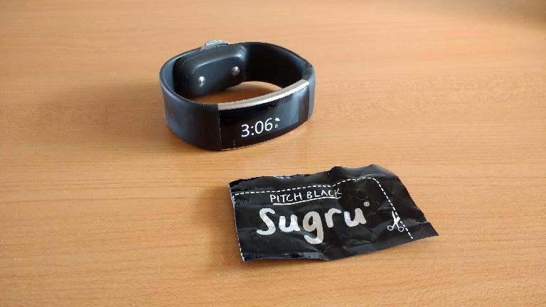 Using black Sugru to repair a split Microsoft Band 2.