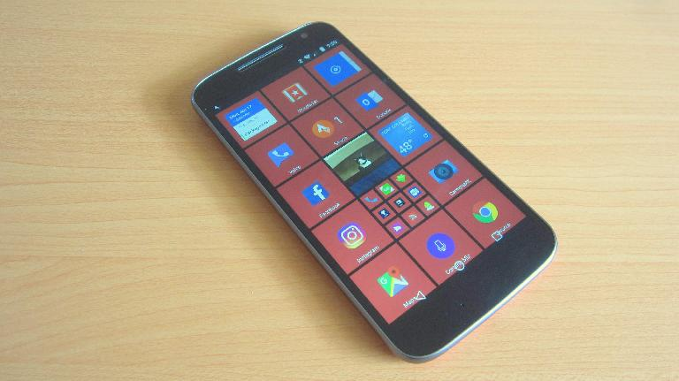 The Moto G4 that I configured to look just like a Windows phone using the excellent SquareHome 2 launcher.