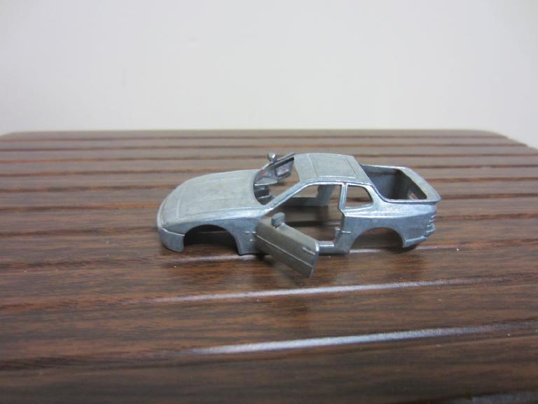 I disassembled the 1:72 model and stripped the body using chemical paint stripper. (May 4, 2012)