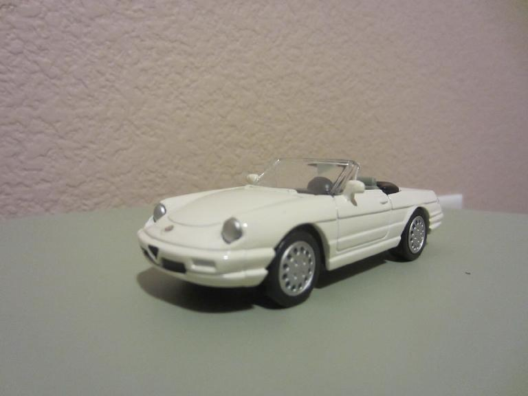 I also found this Alfa Romeo Spider Veloce off ebay.  It was white, but I had just enough custom green spray paint (exact color) that I had formerly used as touchup paint for my Alfa. (May 4, 2012)