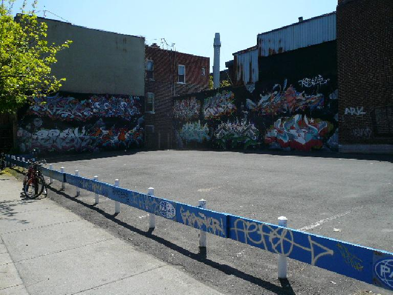 Unfortunately, like most big cities, Montreal has a ton of graffiti everwhere (this example was somewhat artsy at least).