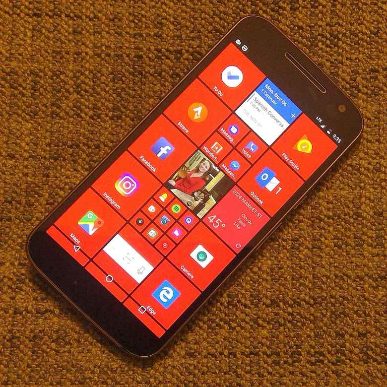 Red Windows phone theme on Moto G4 Android phone with the excellent SquareHome 2 launcher.