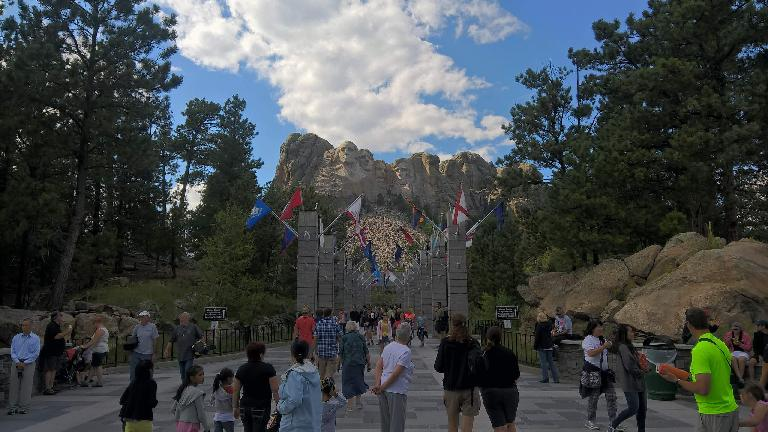 Mount Rushmore, tourists