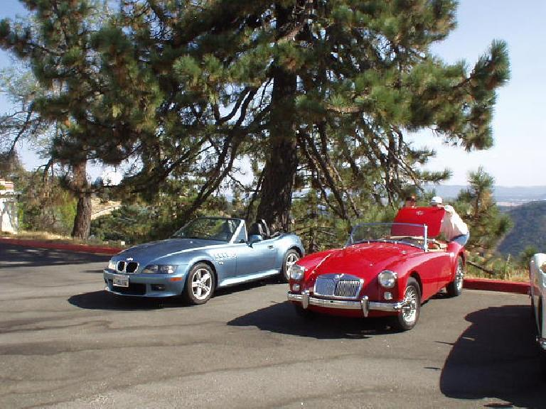 At the back: my BMW Z3 next to Jennifer Steneberg's MGA.  Lina was substituting for Goldie today because their busy owner (me) still hadn't got around to adjusting Goldie's valves or retorquing the cylinder head yet.
