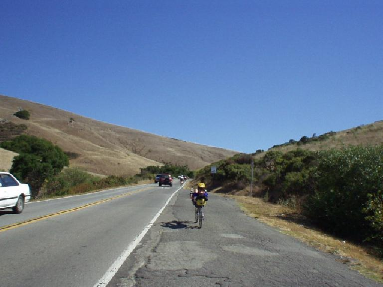 "[Mile 80, 10:34am] ""Anyone"" included a very fit Zach Kaplan, who easily sped by me up this climb on his recumbent after chatting for 30 seconds or so.  We had last seen each other in the 2003 Seattle-to-Portland Classic, which he did again this year!"