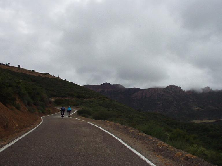 [Mile 47, 9:03am] As the morning showers and fog burned away, cyclists were treated with stunning vistas as the undulating Mulholland Highway carved its way through the Santa Monica Mountains.