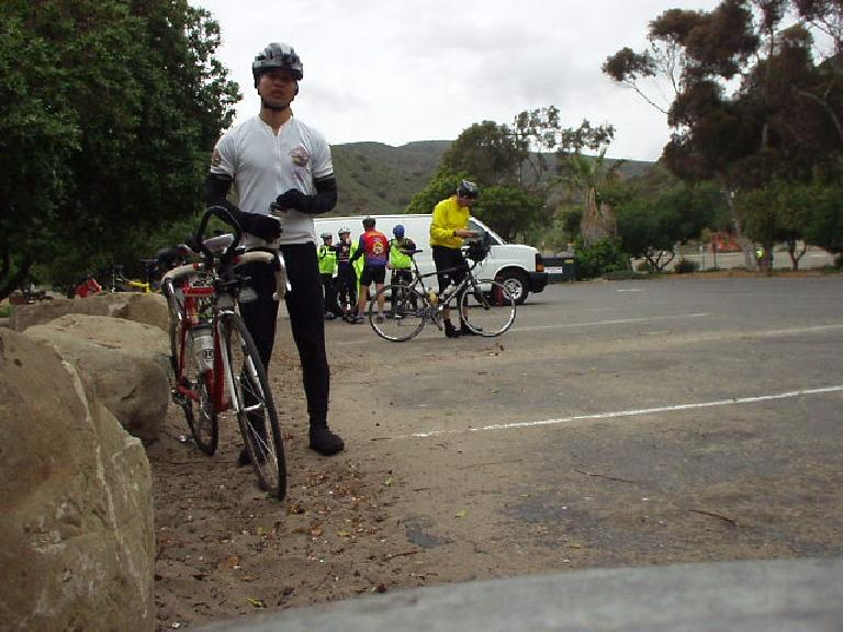 [Mile 55, 9:37am] Felix Wong at the Sycamore Cove checkpoint by the beach.  Despite being a little under the weather all week, not to mention somewhat out of shape, I was starting to feel pretty darn good.