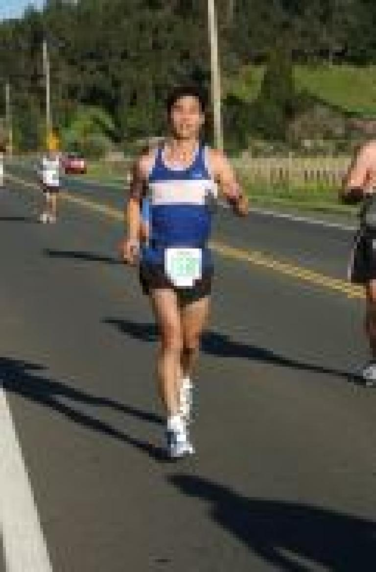 On this classic sunny Californian morning, I started out at a brisk pace (for myself) in the Napa Valley Marathon. Photo: marathonfoto.com.