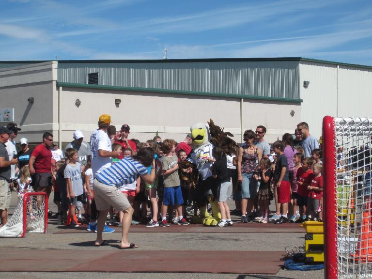 Lining up for the free kids run with the Colorado Eagles mascot in the center.