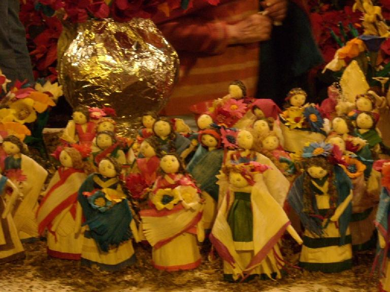 Angels made from hojas de ma
