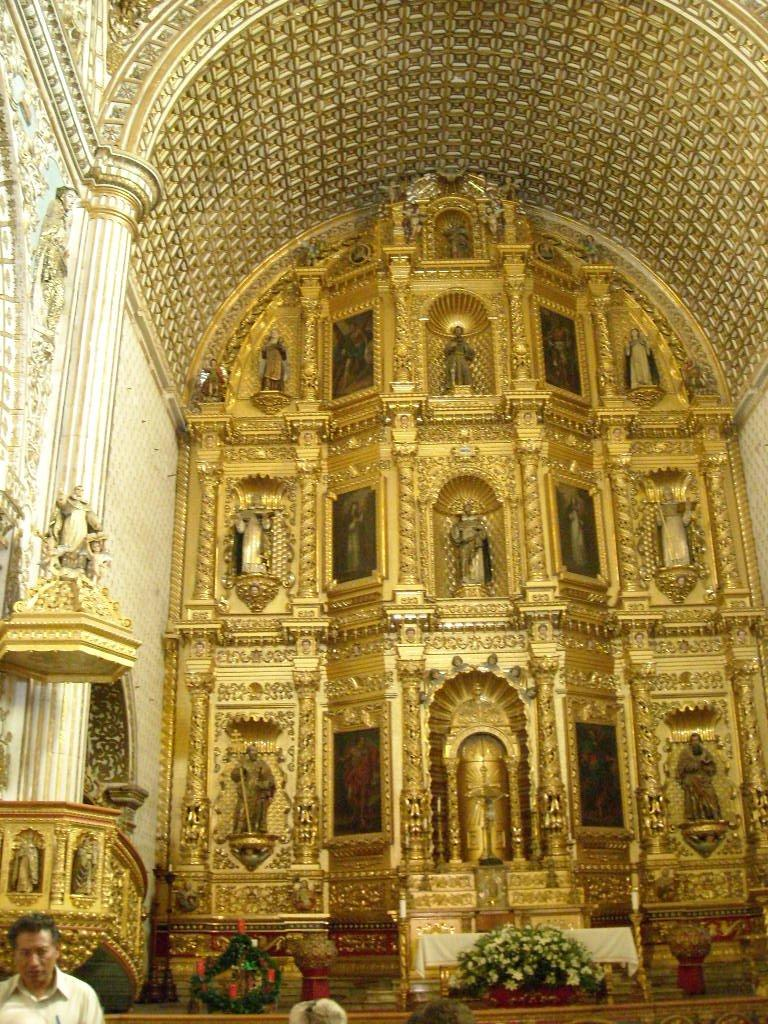 The walls inside La Iglesia de Santo Domingo were very ornate.
