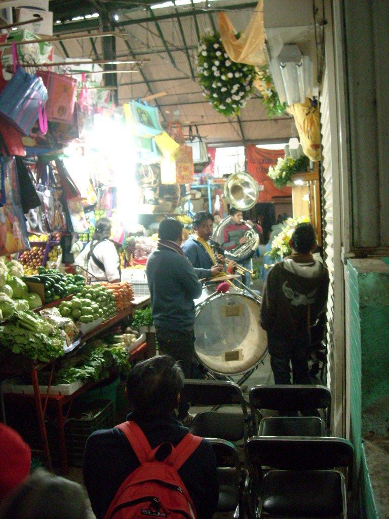In honor of today -- El Dia de la Soledad (loneliness) -- there was a band playing in this aisle in the market.  They were quite off-key!