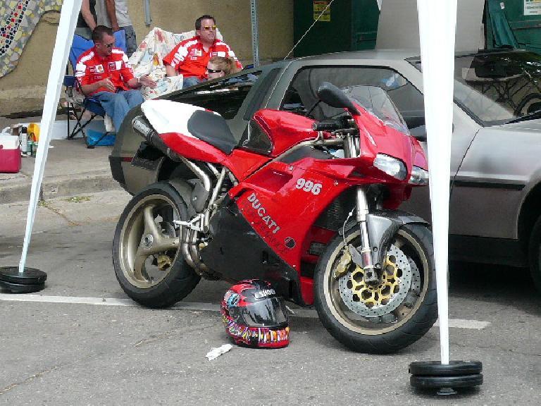 Ducati 996.