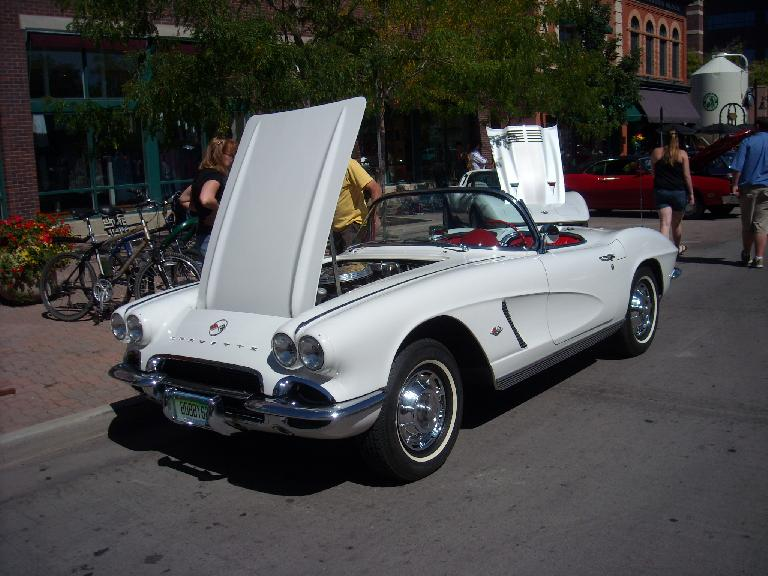 My favorite car of the show: a 50s Corvette.