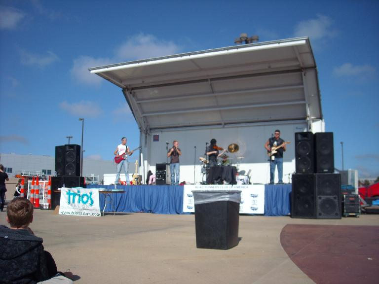 Country band playing music at the finish.