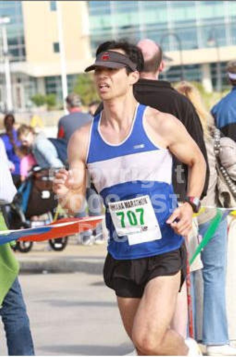 Felix Wong running in the 2010 Omaha Marathon