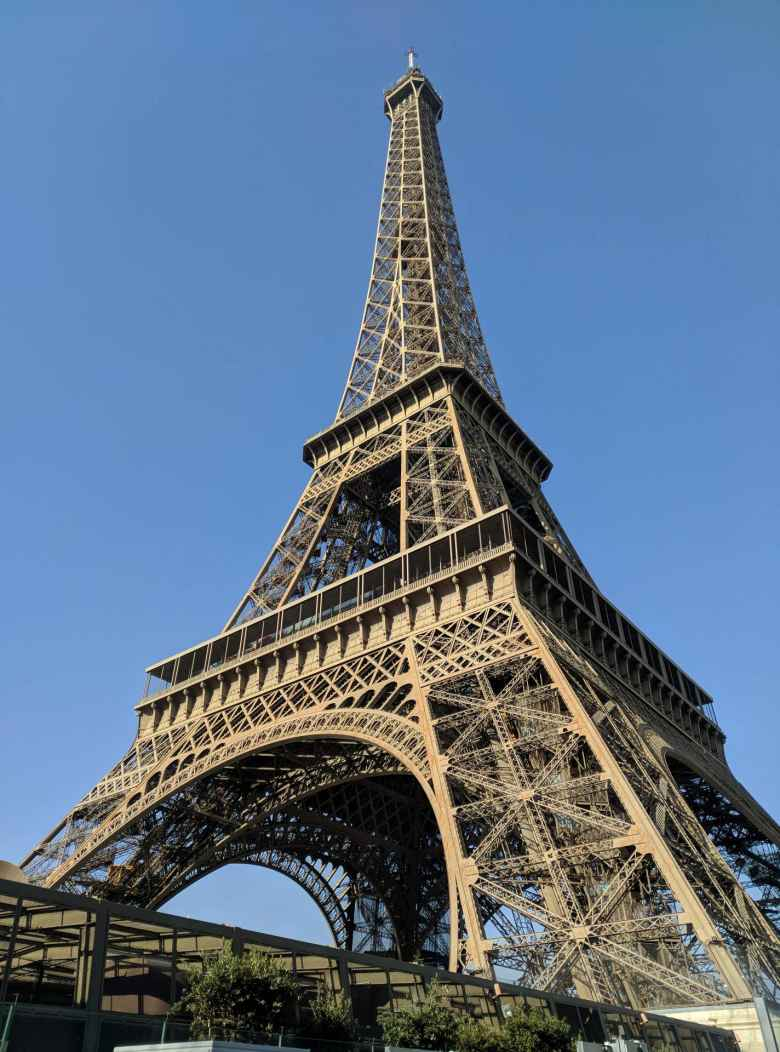 Right three-quarter view of the Eiffel Tower.