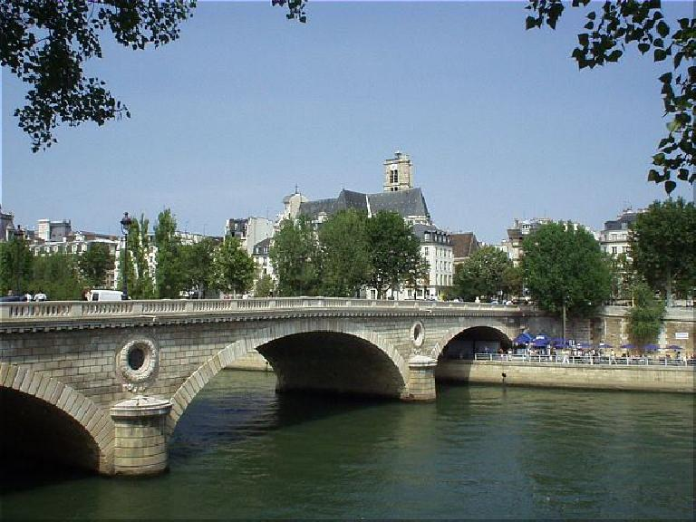 Bridge leading to the upscale and exclusive St. Louis neighborhood, which is an island in the Seine. (August 17, 2003)