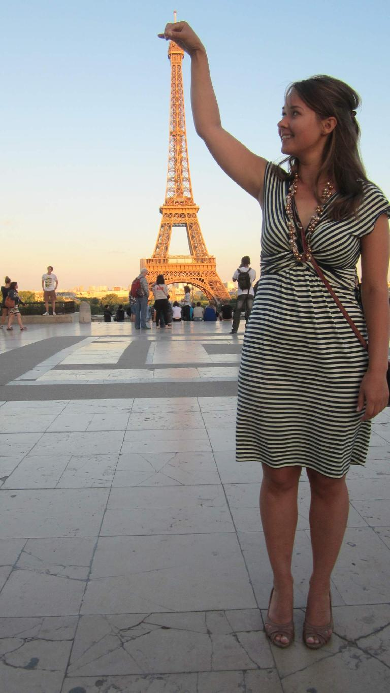Katia grabbing the top of the Eiffel Tower from the Chaillot Palace. (August 10, 2013)