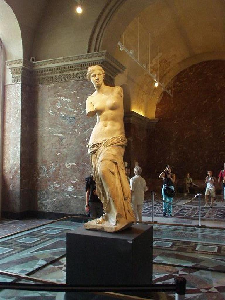 [Louvre] The Venus de Milo was indicative of the ancient Greeks' idea of a beautiful woman.  But to me, the head could have easily passed for a young man! (August 15, 2003)