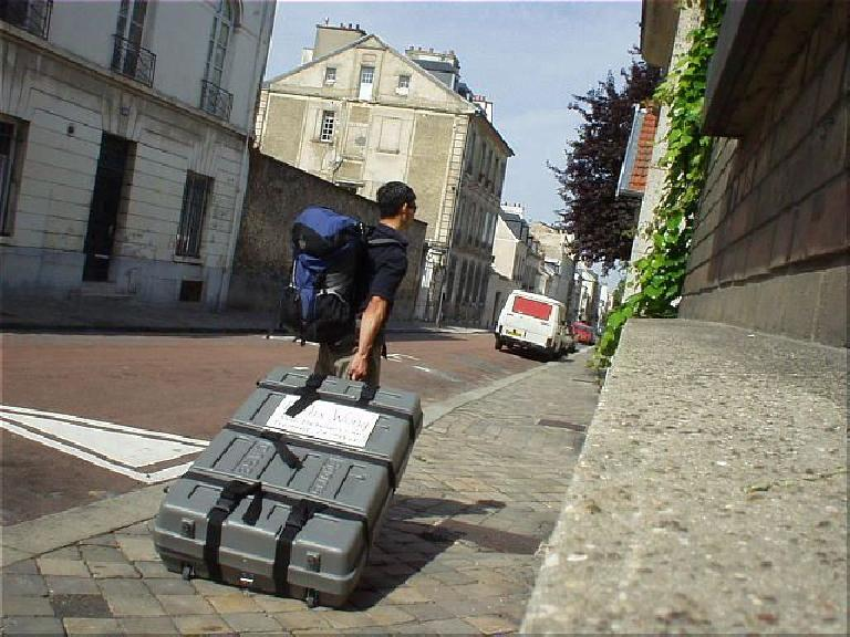[2 days before the race] Here I am lugging my bike case from the Versailles-Chantiers RER stop to L'Hotel Home St. Louis in Versailles.  I felt I got a lot of exercise before the race with all the bike case lugging! (August 16, 2003)