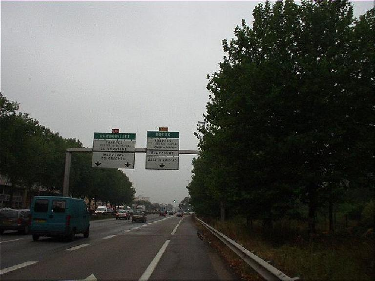 [Morning of the race] I woke up after the night's heavy downpour thankfully ended and went to participate in the morning's Prologue.  Unfortunately, in looking for the start of the Prologue, I made the mistake of staying on D10, which turned into a full-blown highway!! (August 18, 2003)