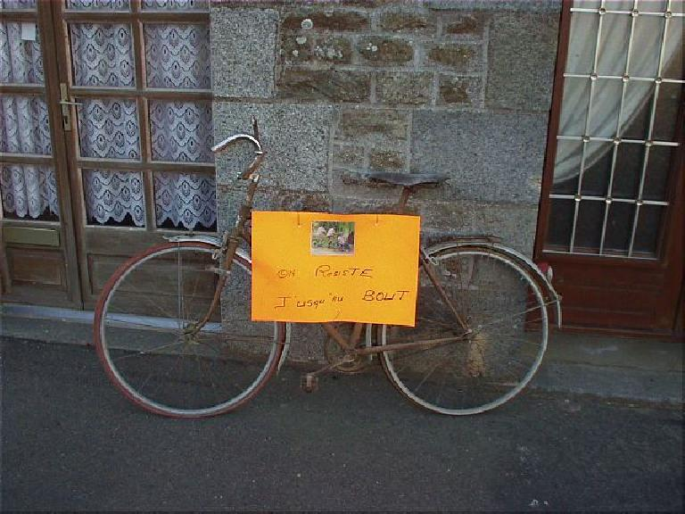 [KM 866, 58:18 elapsed, 8:18am] The French are awesome, as they love cycling!  Here's a bike with a sign proclaiming support for someone. (August 21, 2003)