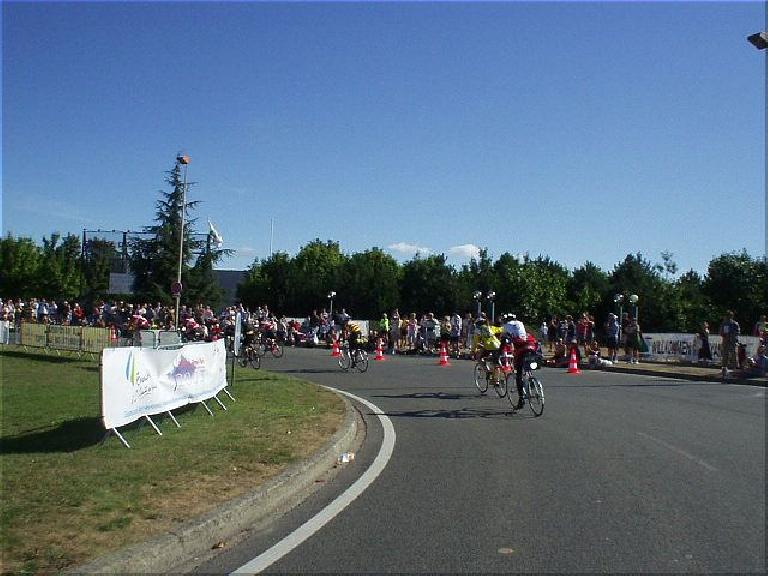 [KM 1225, 84:29 elapsed, 10:40am] This is it!  The finish!! (August 22, 2003)