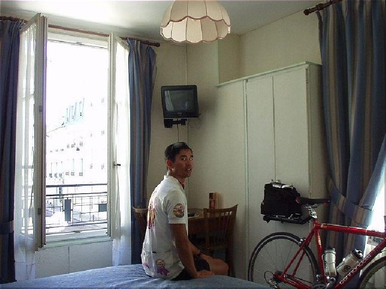 [Post-race, 12:49pm] Felix, back at Hotel Le Home Saint Louis in Versailles, ready to take a shower and sleep in a real bed for the first time in 5 days!  What a race! (August 22, 2003)
