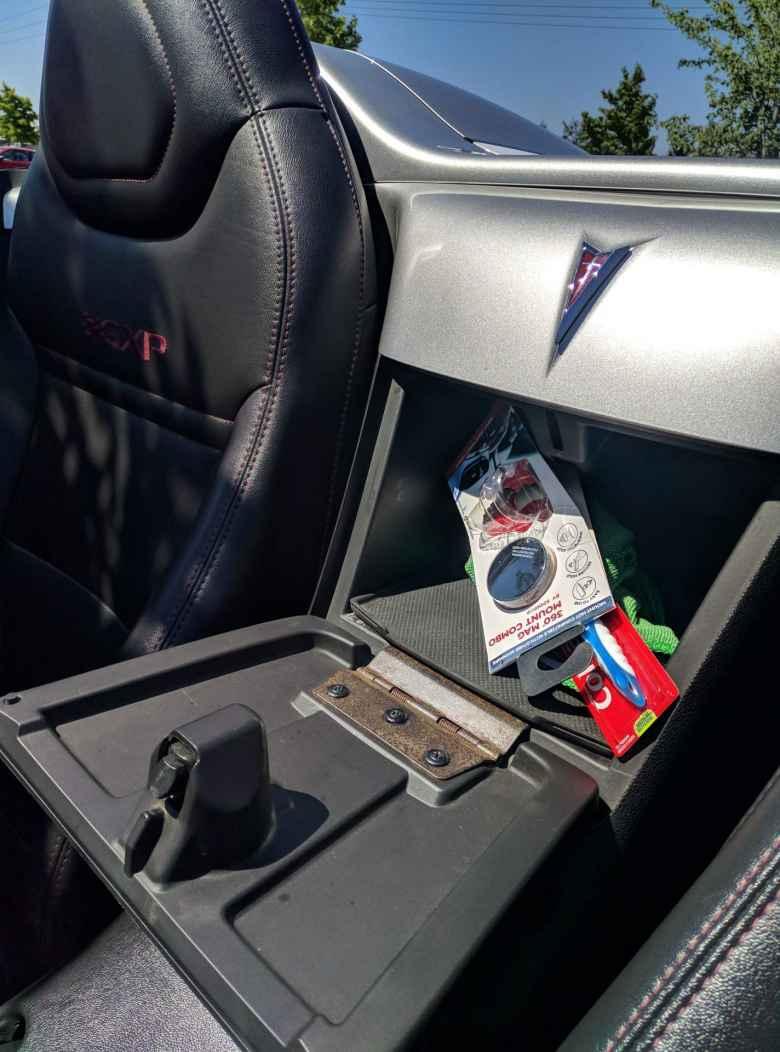 storage compartment inside Pontiac Solstice GXP