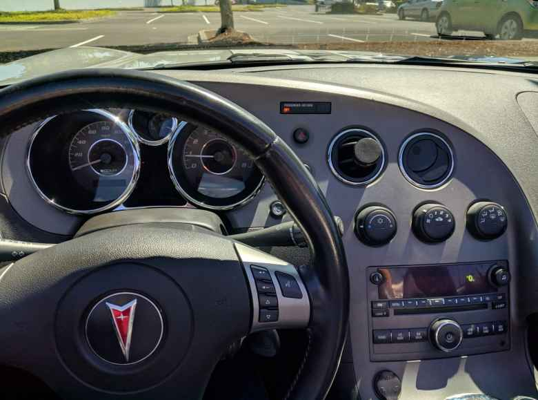 I love the basic, yet stylish, dashboard of the Pontiac Solstice GXP featuring round gauges, vents, and knobs.