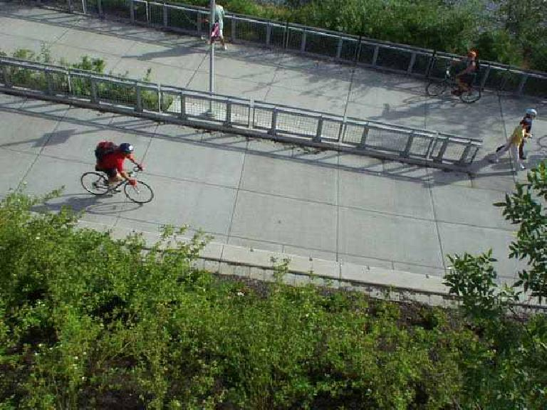 Here's Mike heading back over the bike bridge back to downtown Portland after the STP Bicycle Classic. (July 13, 2003)