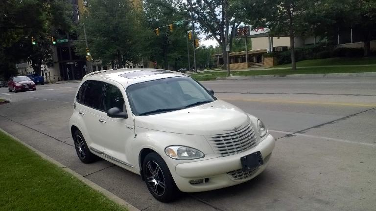 2005 Chrysler PT Cruiser GT, Cool Vanilla color, front three-quarter view