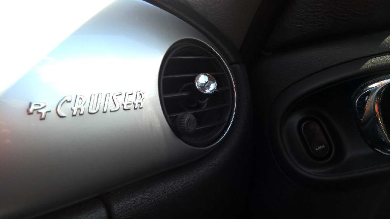 chrome PT Cruiser logo, silver dash panel, right circular vent, jewel knob, 2005 Chrysler PT Cruiser GT
