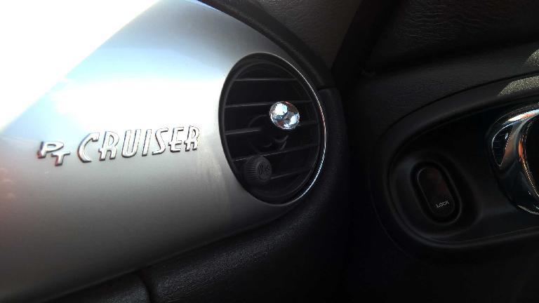 chrome PT Cruiser logo, silver dash panel, right circular vent, jewel knob, 2005 Chrysler PT Cruiser GT