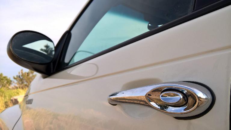 exterior chrome door handle, Cool Vanilla 2005 Chrysler PT Cruiser