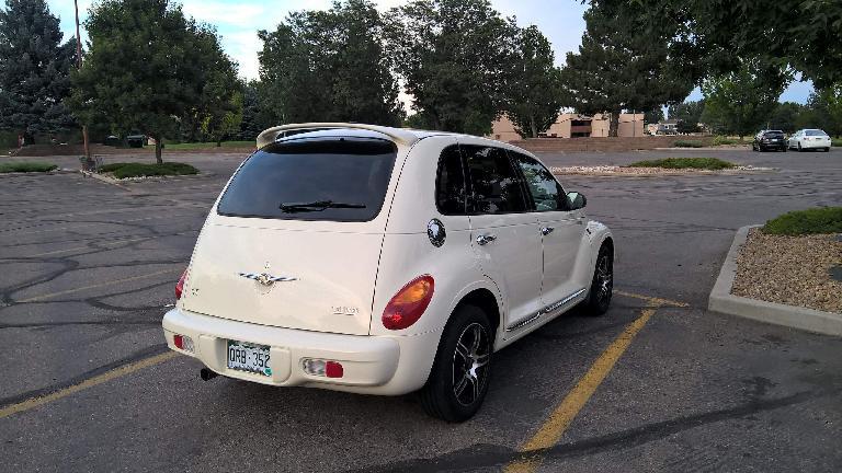 Cool Vanilla 2005 Chrysler PT Cruiser, parking lot