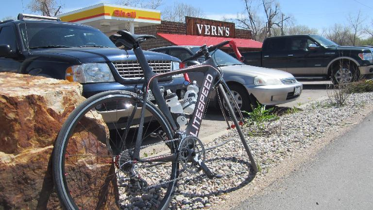 [Mile 48] Stopping at Vern's for a Coke since my legs were tired already!
