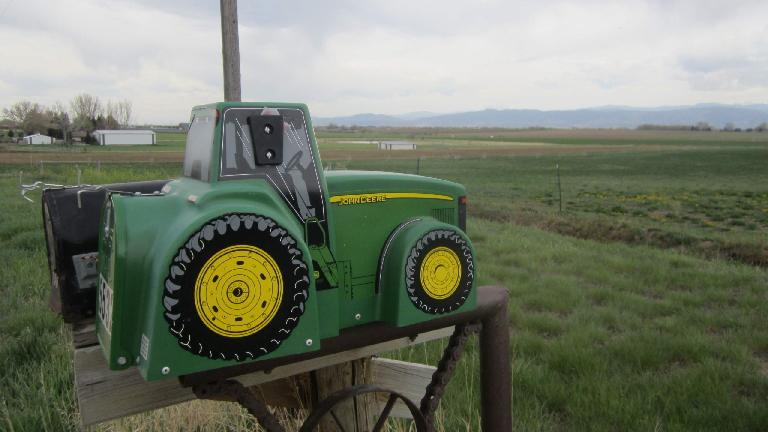 A John Deere mailbox that I liked.