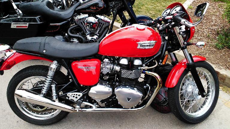 A Triumph Thruxton 900.