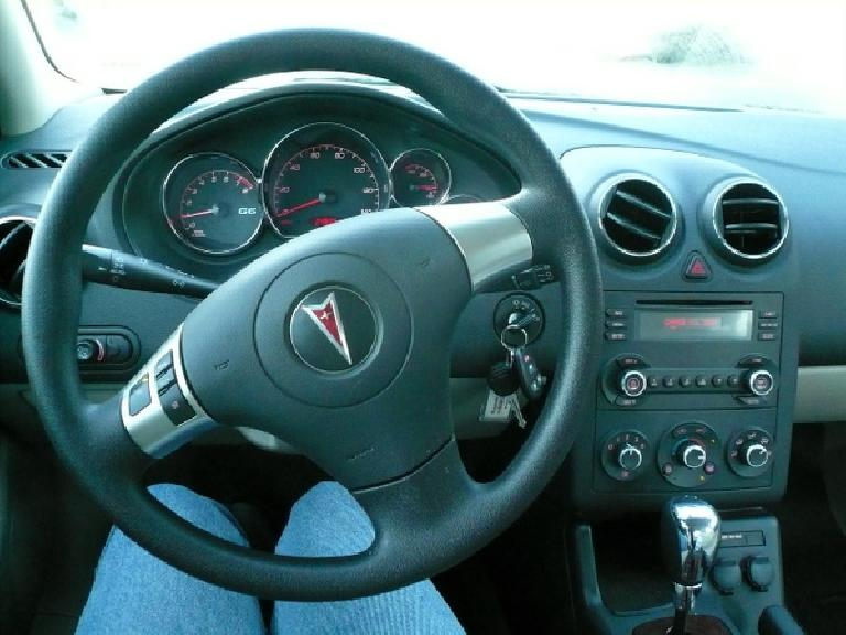Elegant chrome bezels, round vents (almost exactly like my Alfa Romeo's), soft plastics, and simple, elegant shapes highlighted the G6's interior.  The chrome shifter was another nice touch. (January 4, 2008)