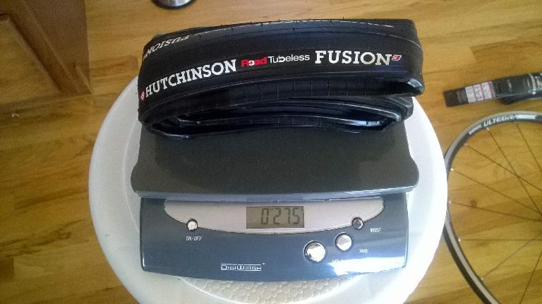 Hutchinson Fusion 3 tires are not that heavy: the ones I received measured 275 and 285 grams.