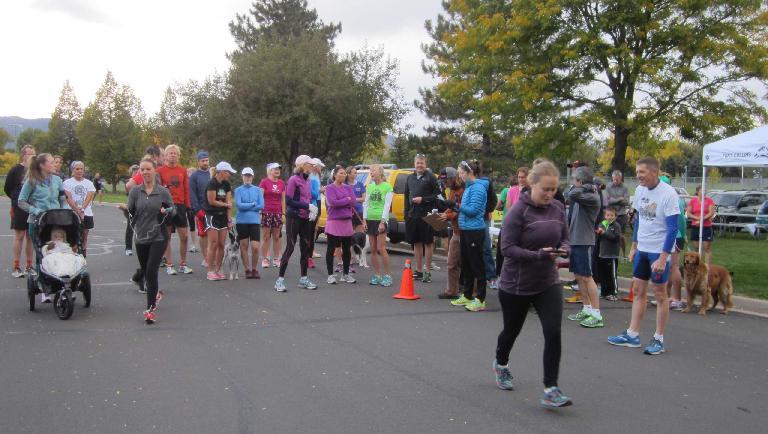 The first runners begin their runs.