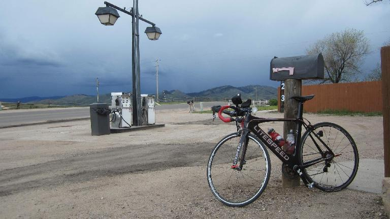 black 2015 Litespeed Archon C2, gas station, Livermore, Colorado