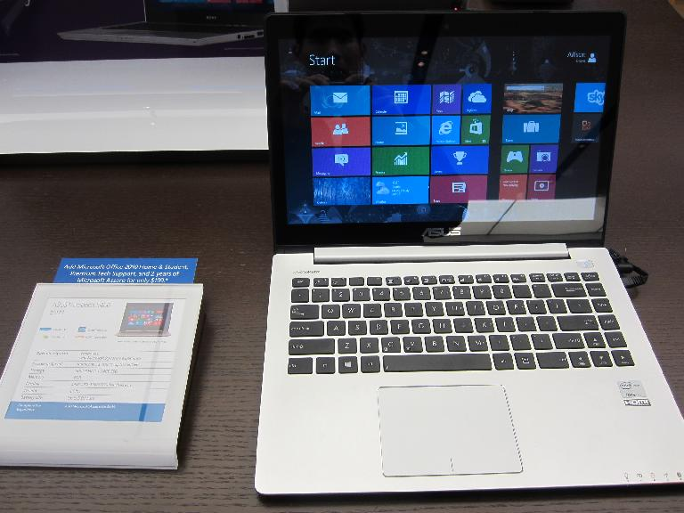 An Asus VivoBook X202E with its Macbook-like materials and construction, touch screen and attractive $499 price tag. (December 20, 2012)