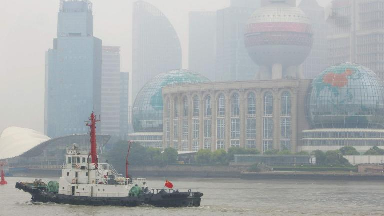 Ship cruising by the Puhong side of the river during the day. (May 17, 2014)