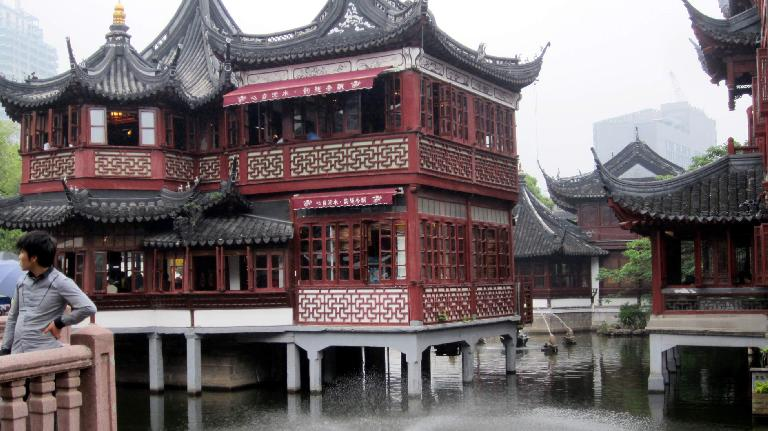 A building preserved from the Ming (or Qing) Dynasty in the Town God's Temple area. (May 17, 2014)