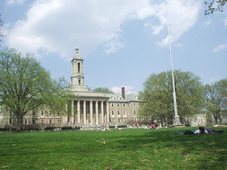 Penn State University was celebrating its 150th year this year.  I had a picnic on the grass and many students in T-shirts and shorts were studying here too.